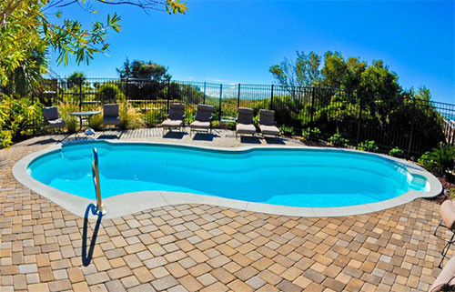 How to Landscape Your Pool in the Fall and Winter